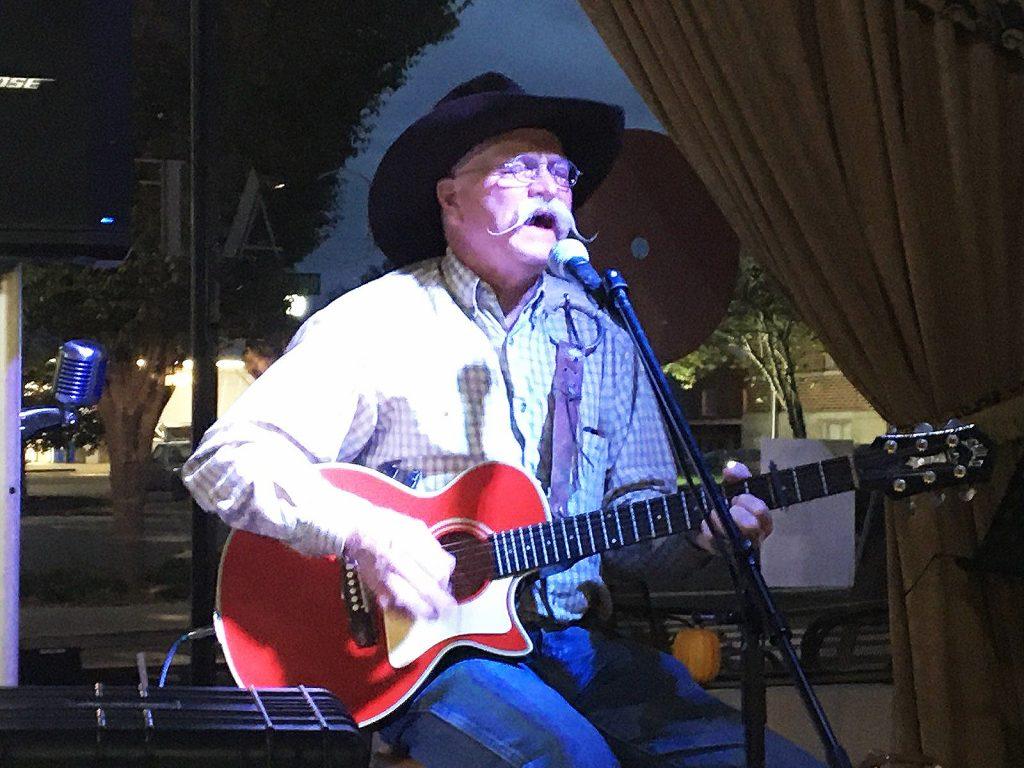 singer songwriter kenny durham playing and singing